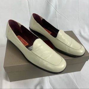 Women's Cole Haan Lois F9459 white loafers SZ 8.5